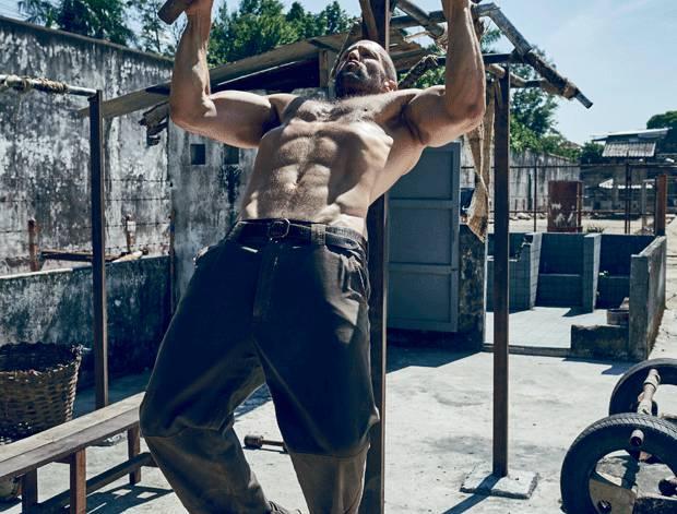 筋トレするジェイソンステイサムのかっこいい筋肉